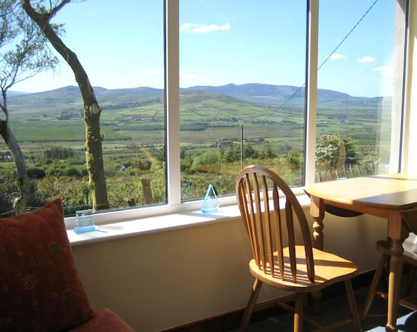 MOUNTAIN COTTAGE ON RING OF KERRY