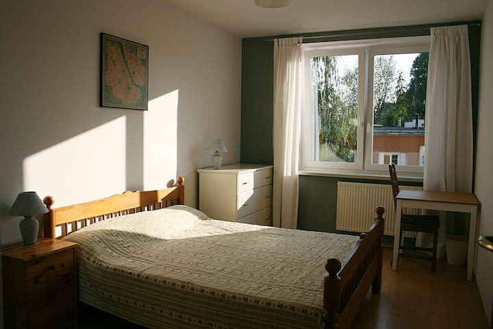 Guest friendly sunny room for 2