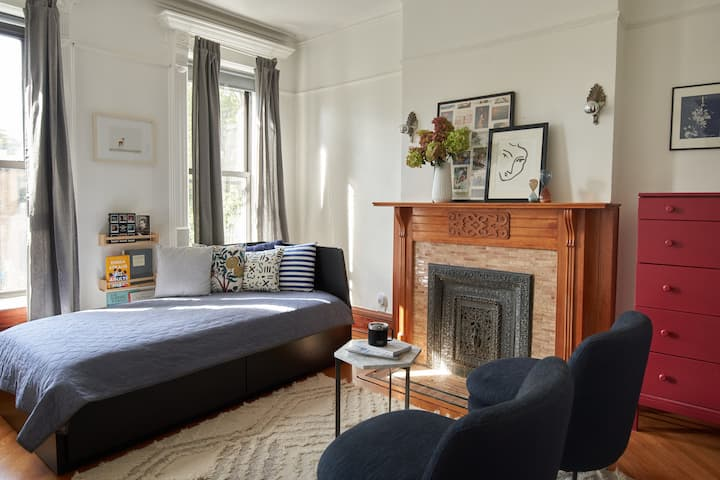 Light Filled Apartment in Bed-Stuy Brownstone.
