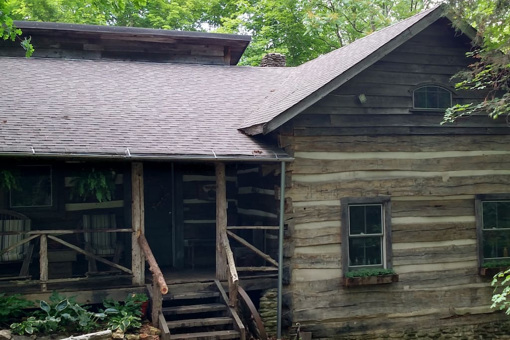 Dugan hollow log cabins suites 5 minutes to town for Madison cabin rentals