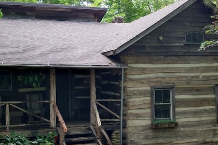 Dugan Hollow Log Cabins & Suites 5 minutes to town