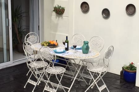 Double room in  Relaxing House. - Midleton - Bed & Breakfast - 1