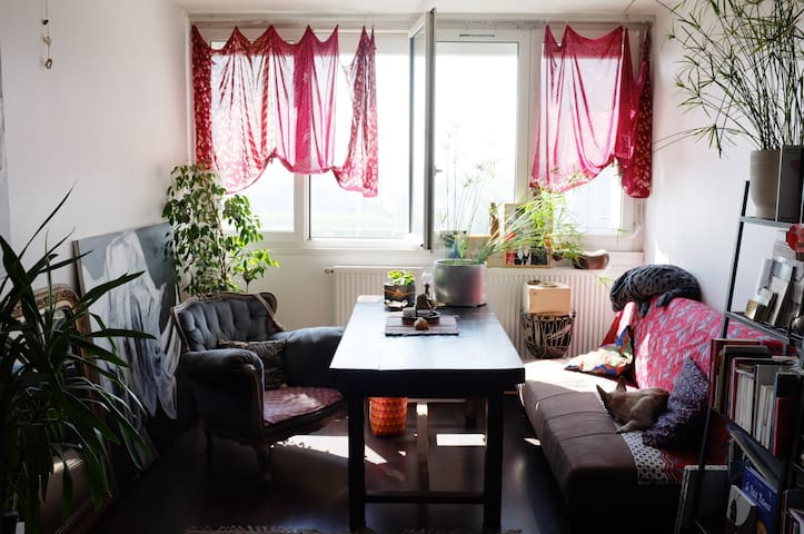 An artist's abode in Chinatown - Paris - Apartment