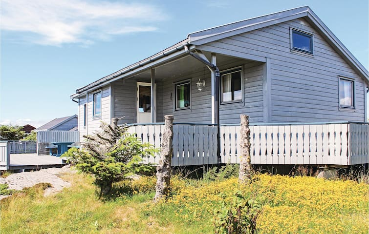 Holiday cottage with 3 bedrooms on 65 m² in Fjell