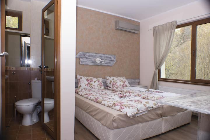 Twin room with a view just 10 min walk from Etar