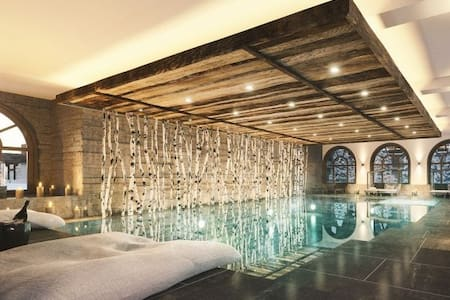 2 Bedroom apartment with pool, gym & sauna.