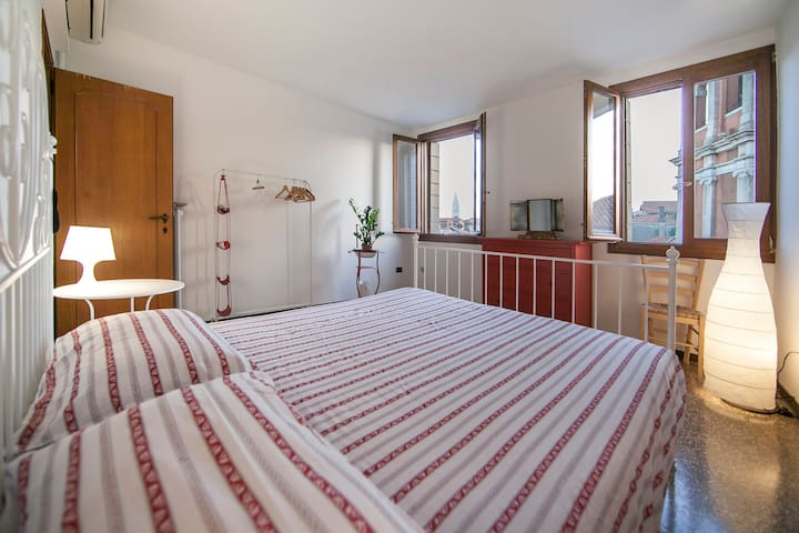 Bright and clean room, amazing view - Venetië - Huis