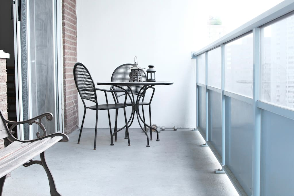 Outdoor dining space on balcony