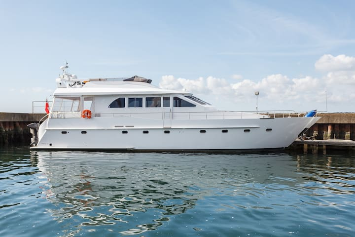 Luxury 65 ft Boat Outstanding location. Poole.