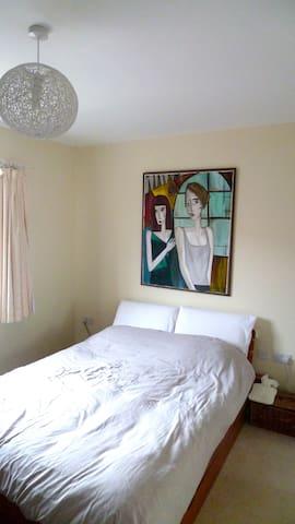 Double/Master bedroom with en-suite
