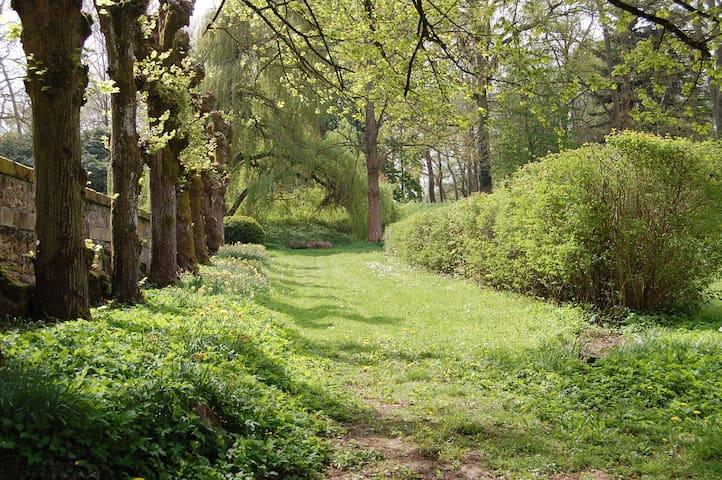 Maisonnette à Chevreuse dans un parc historique