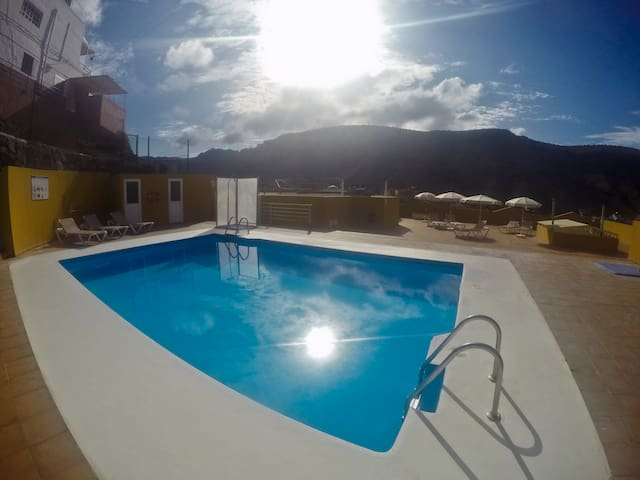 Sunny 2 bedroom with swimming pool  - Puerto de Mogan - Appartement