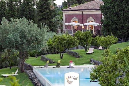 Hermosa casita de diseño en Girona - Salt