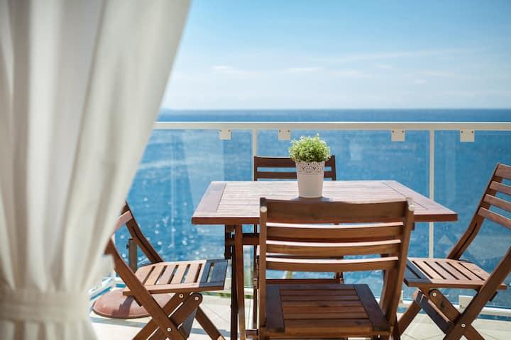 Stunning sea-row two bedroom apt