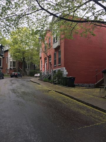 Charming 2 bedroom, centrally located