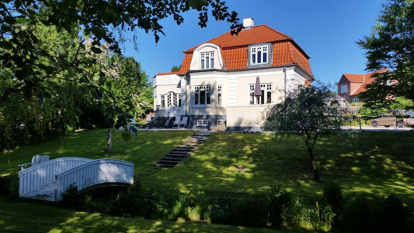 Patriciervilla med egen bæk - Randers - Hus
