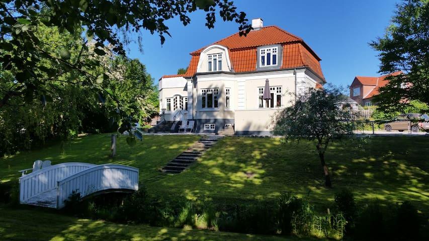Patriciervilla med egen bæk - Randers - House