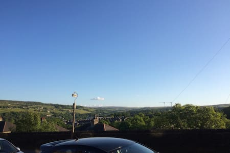 Terraced house with beautiful view - Sowerby Bridge - House