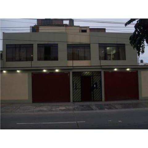 comodidad y confoty - Lima - House