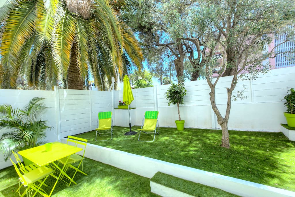 studio avec jardin n 2 wohnungen zur miete in antibes provence alpes c te d 39 azur frankreich. Black Bedroom Furniture Sets. Home Design Ideas