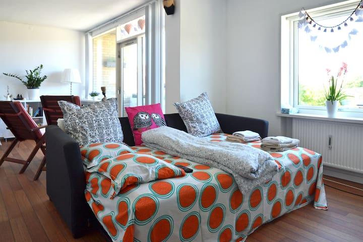 40m2 living room with balcony & TV - Aalborg - Apartamento
