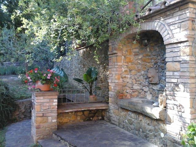 Nella terra degli Etruschi 3 - Ponteginori - Şehir evi