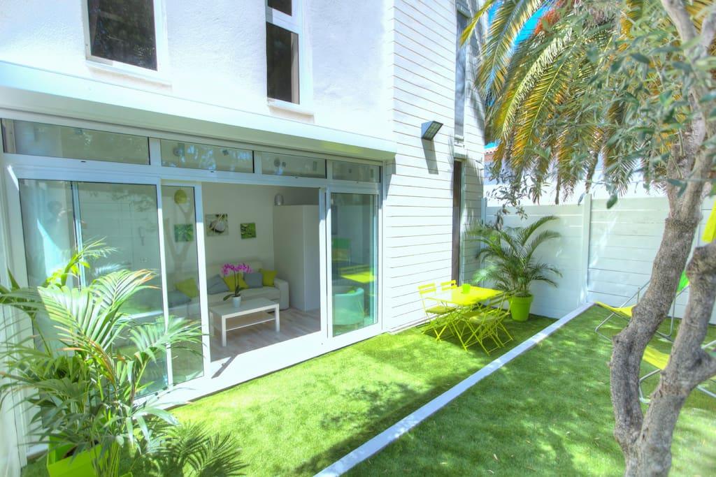 studio avec jardin n 2 apartments for rent in antibes provence alpes c te d 39 azur france. Black Bedroom Furniture Sets. Home Design Ideas