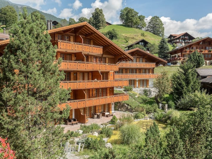 Chalet Style 2 Bedroom Apartment West