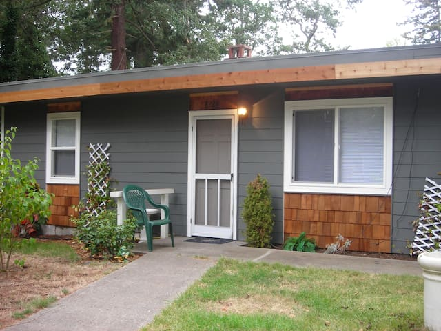 2 bedroom/1 bath Duplex for rent