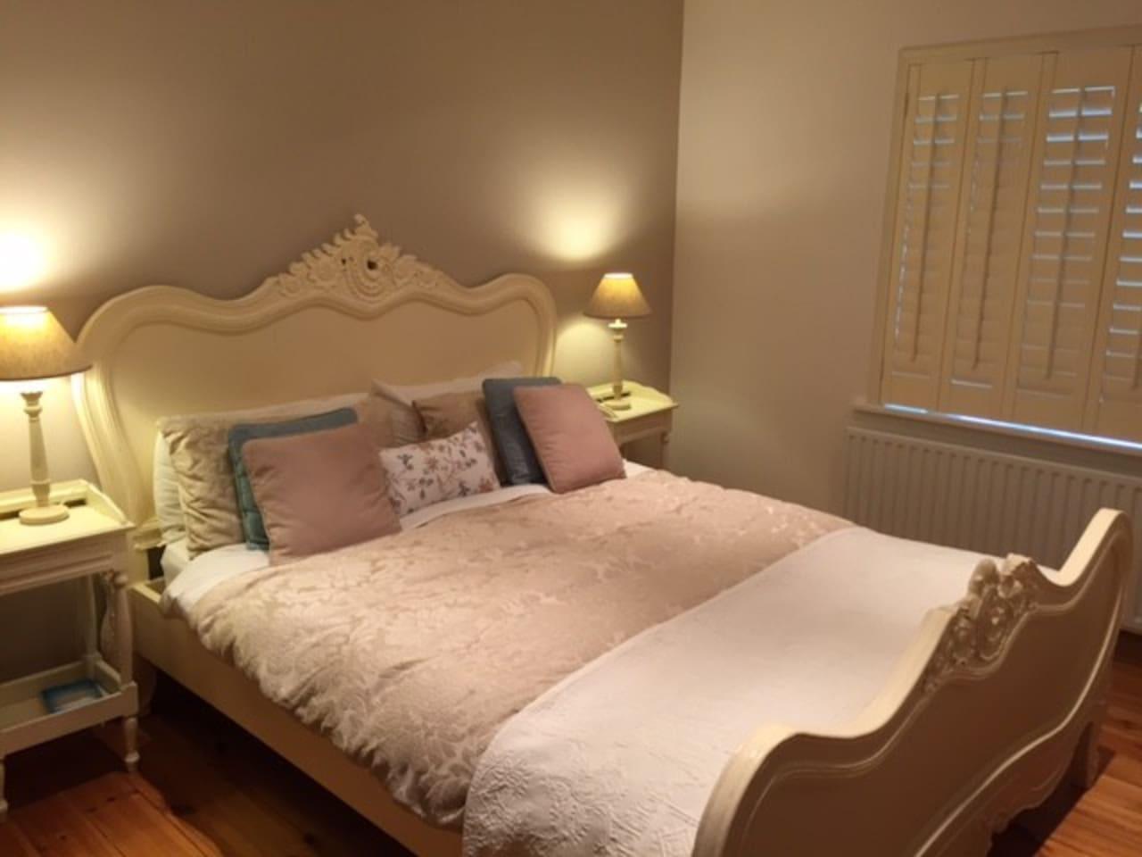 Very cosy bedroom.
