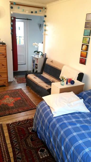 Main room living room + bedroom - pièce principale salon chambre