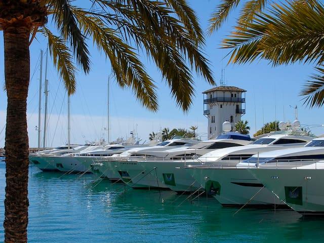 Frente Puerto Portals y playa - Portals Nous - Selveierleilighet