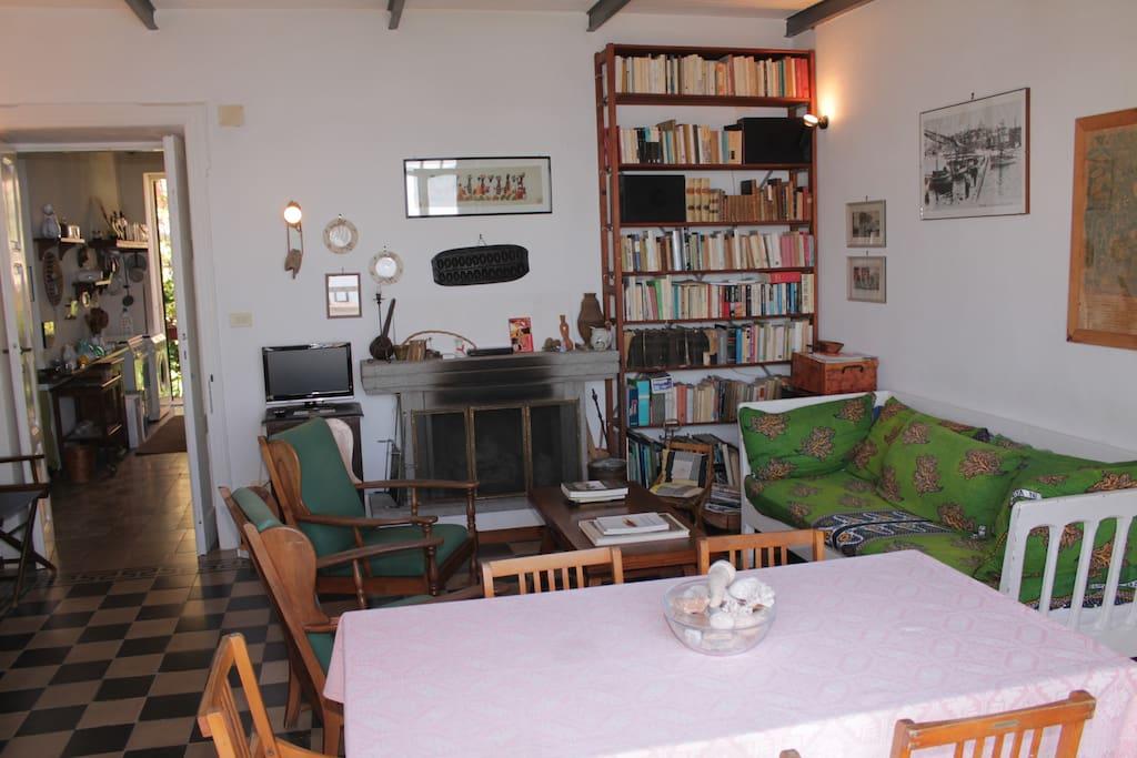 Il soggiorno e l'accesso alla cucina