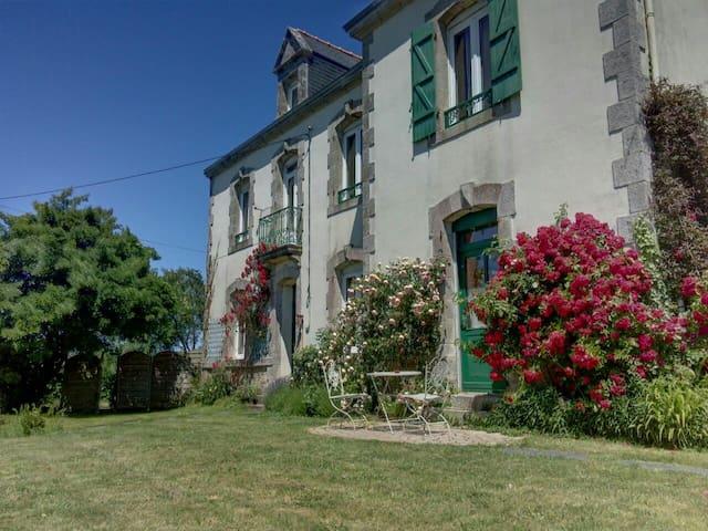 Grande maison jardin, prés plages - Noyalo