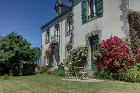 Grande maison jardin, prés plages - Noyalo - House
