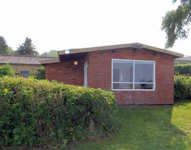 Lille sommerhus med havudsigt - Sommerhus/hytte