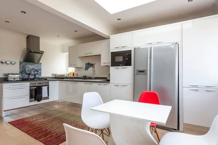 Comfortable, well-equipped single with Wi-Fi & TV - Poole - House