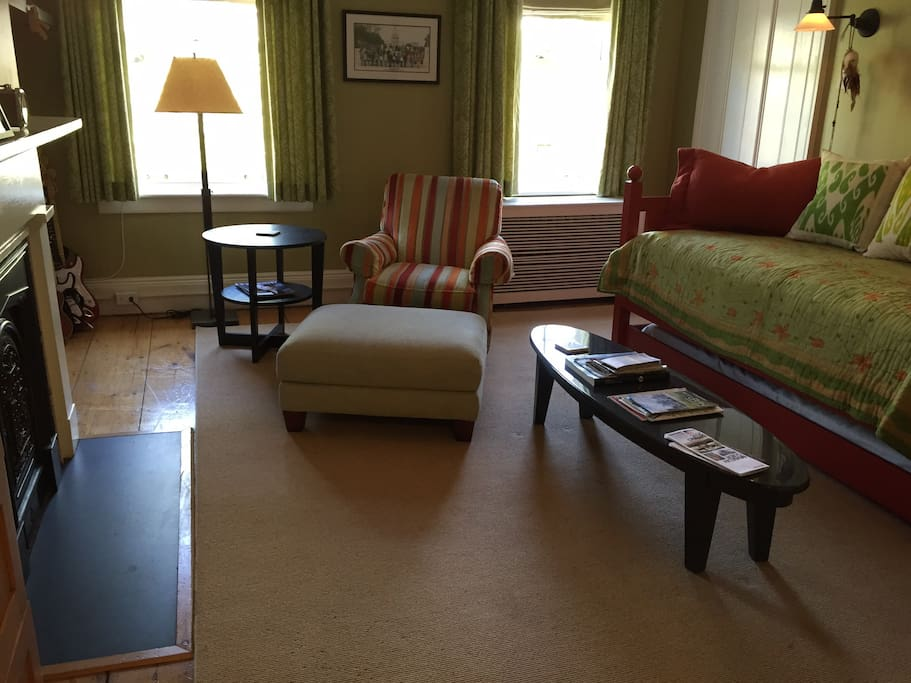 4th floor suite sitting room with trundle bed