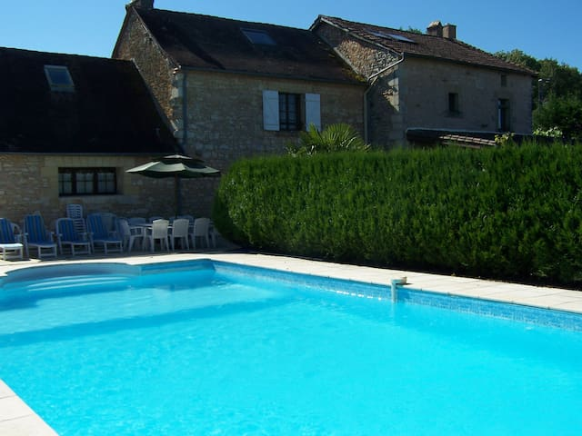 Large House, Swimming Pool, Tennis - Corgnac sur l'Isle - Huis