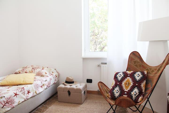 The second bedroom with seaview - Seconda camera da letto vista mare
