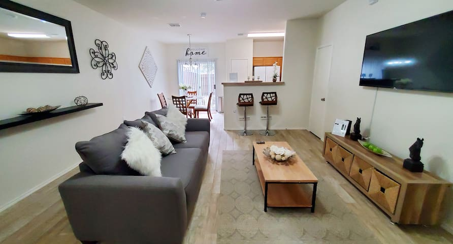 Medical Center Gorgeous Modern Private Townhome