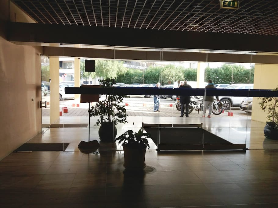 Entrada Edificio Tarik