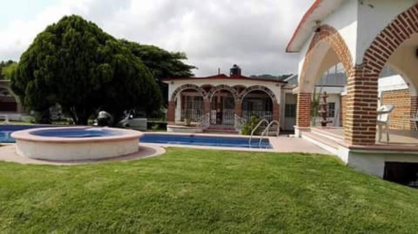 Casa de 3000m bonita para descansar - Morelos - Dom