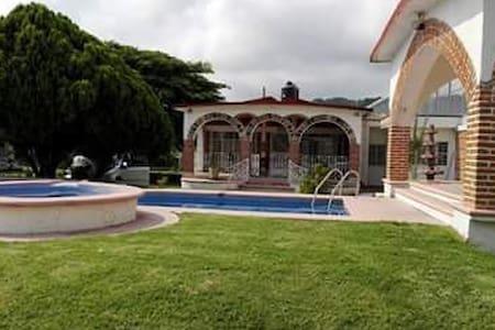 Casa de 3000m bonita para descansar - Morelos - Ev