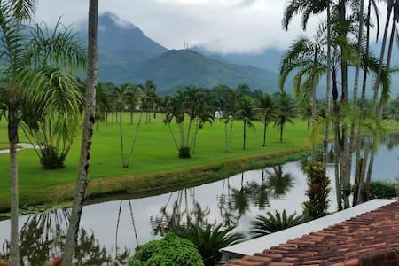 Resort em Angra dos Reis - Apto em frente FASANO