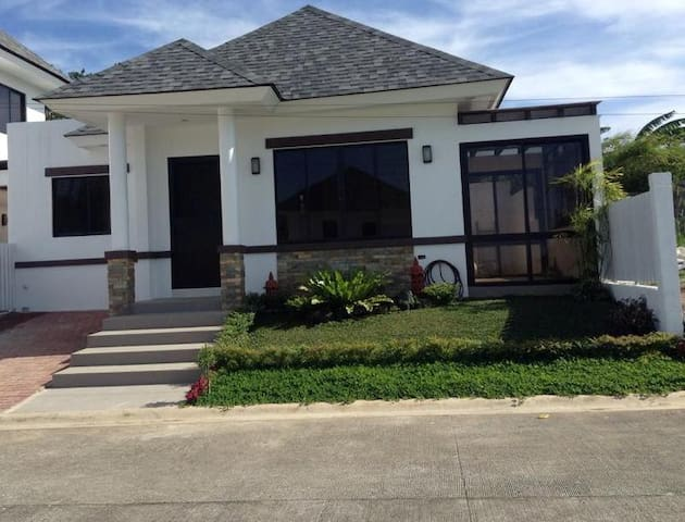 Quiet Villa Near Tagaytay Amenities - Tagaytay - Villa