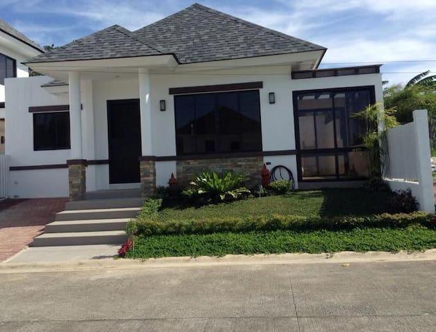 Quiet Villa Near Tagaytay Amenities - Tagaytay - 別荘