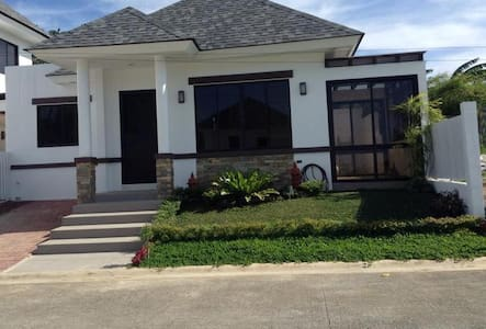 Quiet Villa Near Tagaytay Amenities - Tagaytay