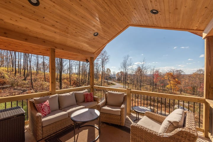 NEW! DOGS WELCOME! Lovely Lake Area home w/gas fireplace and fire pit!