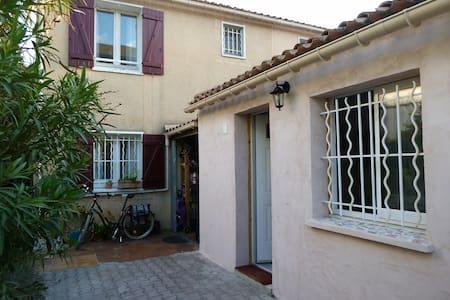 Studio indépendant (sans cuisine) quartier calme - Montpellier